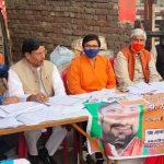 एमएलसी चुनाव- भाजपा नगर कमेटी के कार्यकर्ताओं ने मतदाताओं को घरों से लेकर मतदान स्थल तक पहुँचाया