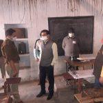 एमएलसी चुनाव- जिलाधिकारी ने एसपी संग मतदान केंद्रों का किया निरीक्षण